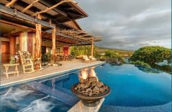A luxury grass shack in Kona. Not Really! A truly unique listing. @carrierealestate @randy_hawaiilife @hawaiilife